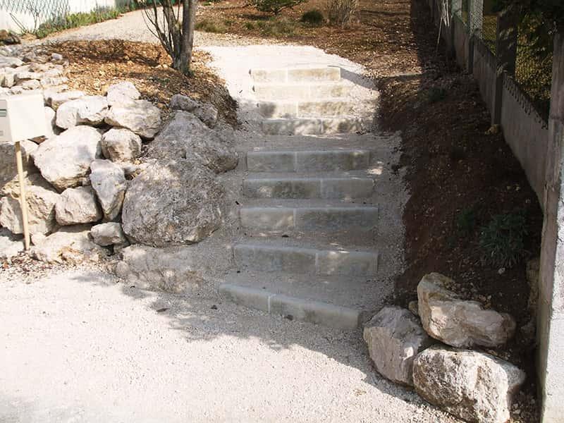 Enrochement-et-escalier-minier-travaux-publics